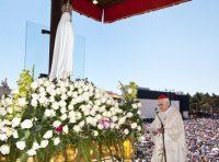 教皇フランシスコを奉献するポリカルポ枢機卿