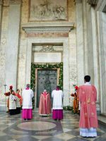 サン・ジョバンニ・イン・ラテラノ教会での開扉式