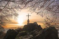 山上の十字架 (Litermont Summit Cross)