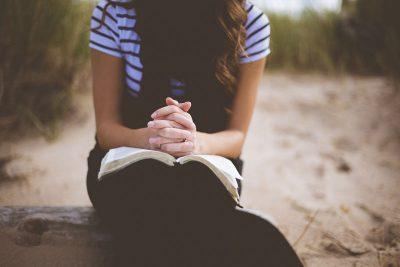 海辺での祈り